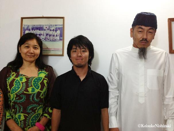 右から順に、革命児、筆者、革命児の妻・由美子さん